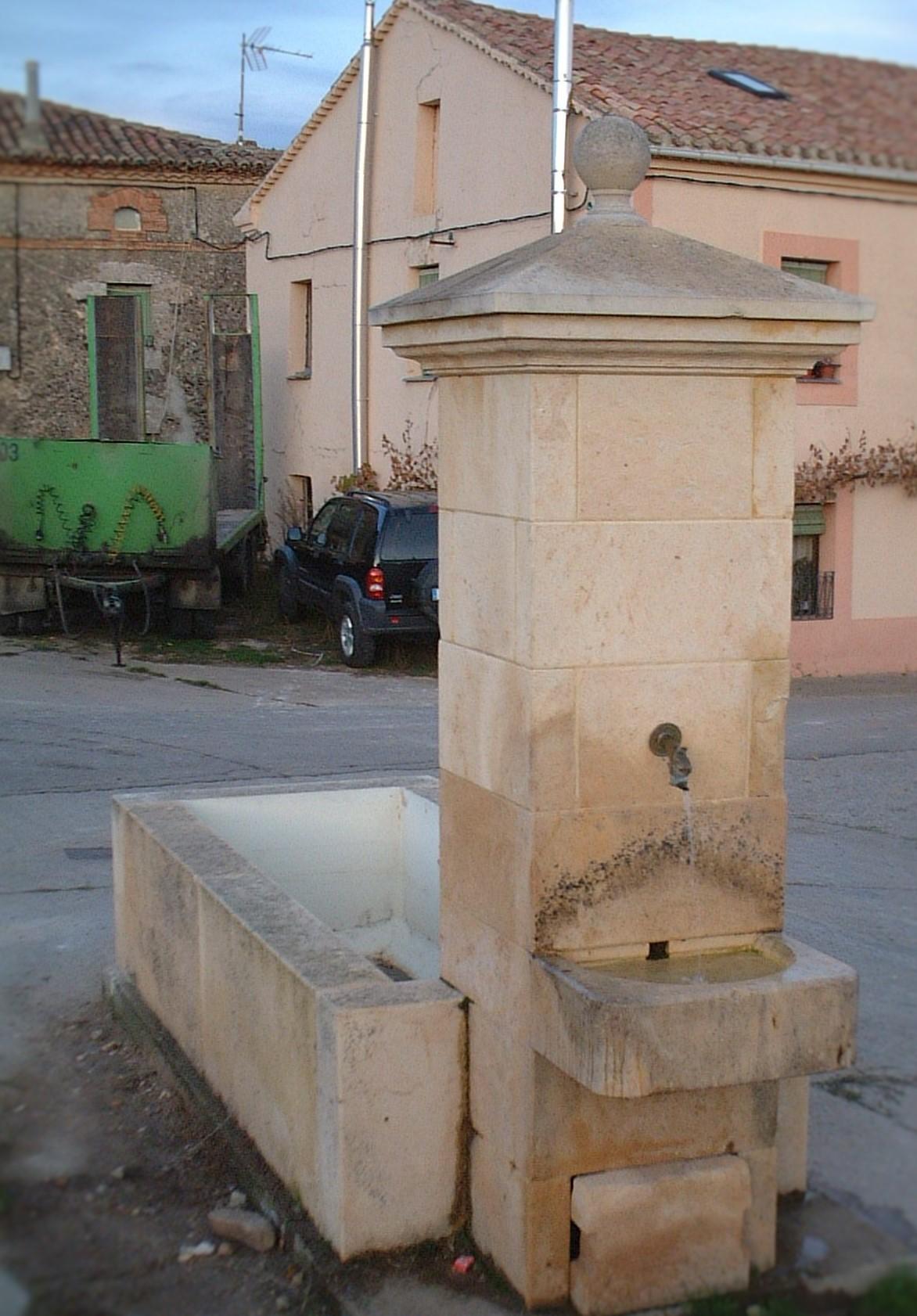 Fuente con pilón