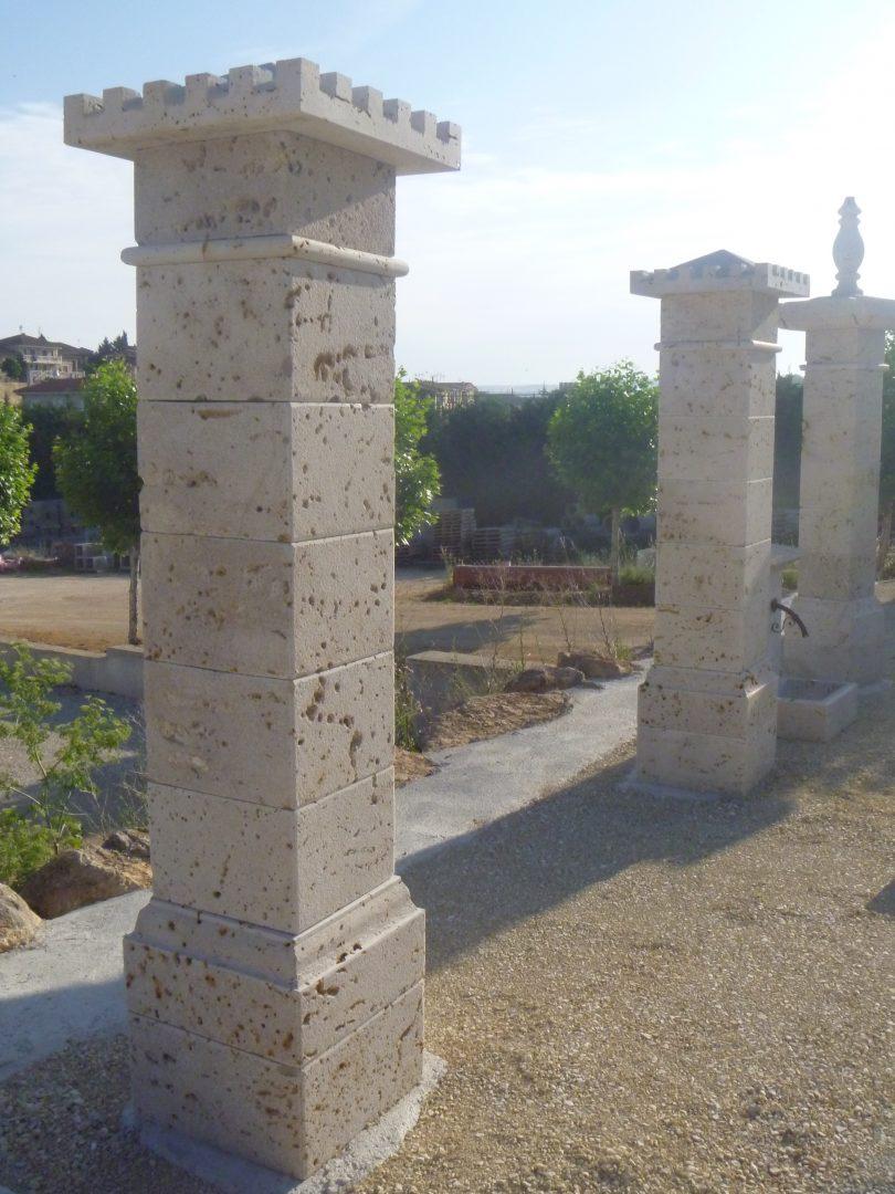 Pilar cuadrado puerta entrada pe 08 m rmoles granitos y piedra natural hermanos salazar - Entradas de piedra natural ...